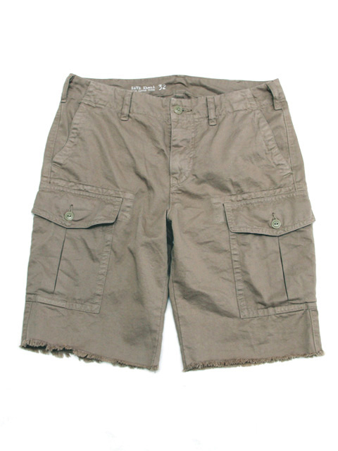 Check out a great range of men's cargo shorts at Mountain Warehouse. Perfect for holidays abroad or walks in the UK, our tailored mens cargo shorts will keep .